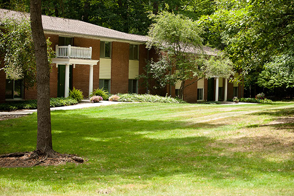 The green exterior of a senior living residence at Hamlet at Chagrin Falls.