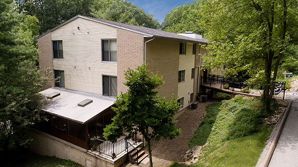 Aerial view of a building on the campus at Hamlet at Chagrin Falls.